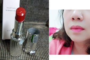 感謝iBEAUTYPORT美週報提供吉麗絲朵 花舞絲絨霧唇膏的試用機會。這次收到的新色,剛好是我想要的顏色!擦起來滋潤、顯色且持久不易掉色,輕輕一抹,唇紋瞬間消失,唇部看起來QQ嫩嫩的,感覺豐潤飽滿、氣色絕佳!滿滿的好運都跟上來了~唇膏蓋子設有隱藏式補妝鏡,隨時隨地都可以補一下,我覺得超級愛它們,也推薦給大家喔~