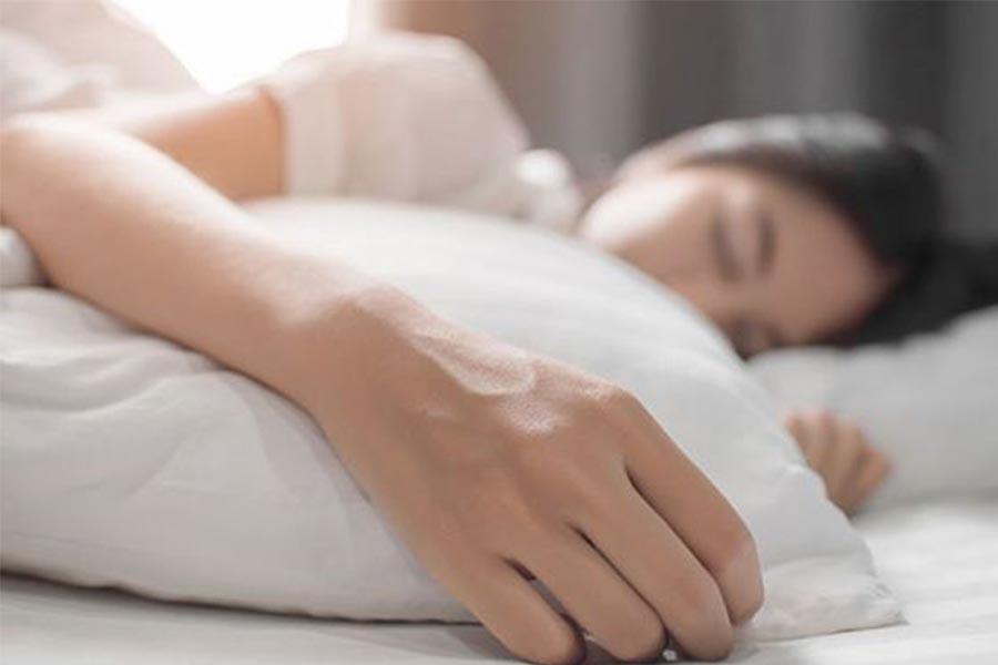 熬夜沒好事?6大睡眠不足傷害,迫不得已熬夜,事前準備&熬夜後修補更重要|知識文