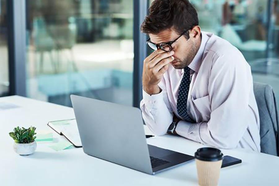 週末狂歡後提不起勁上班?比咖啡更有效的4大提神法,就是要你醒醒腦!|提神方法