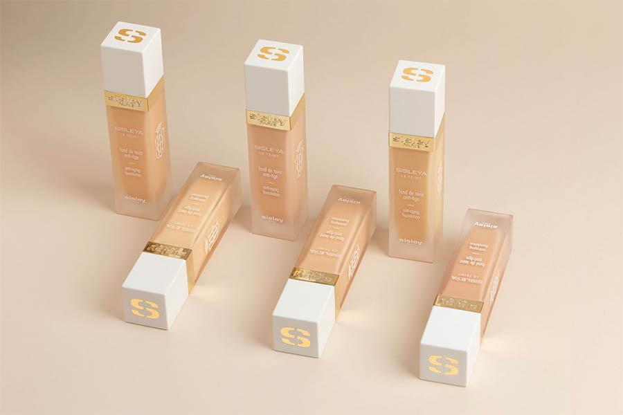 《2021粉底新品盤點》3INA輕輕拍出漂亮水乳肌、Sisley、Bobbi Brown推出保養型粉底,靠粉底調出新妝感! 粉底推薦